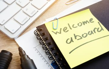 Welcome aboard written on a post-it note